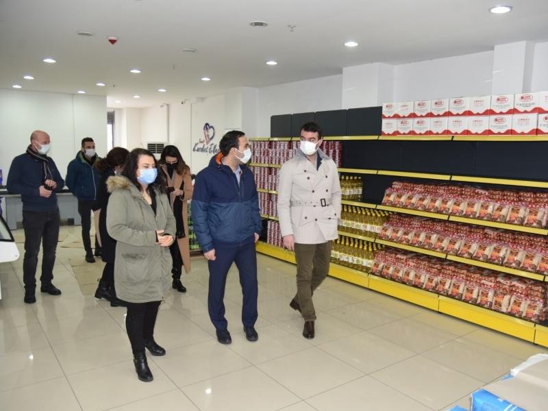 Kartal Belediyesi, İzmit Belediyesi Gıda Bankası'nda İncelemelerde Bulundu